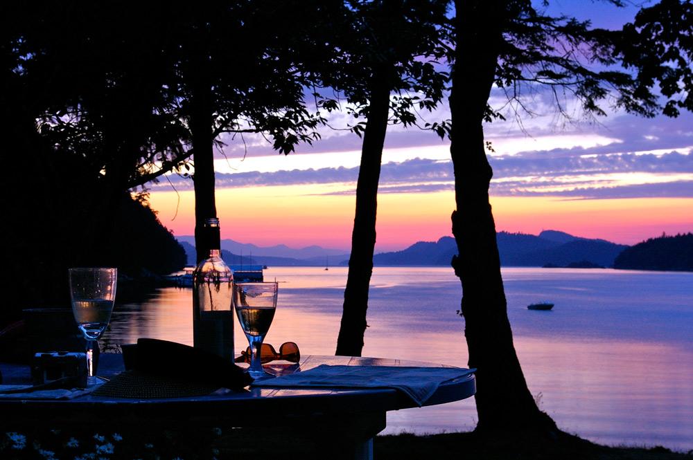 saturna island dining by ocean