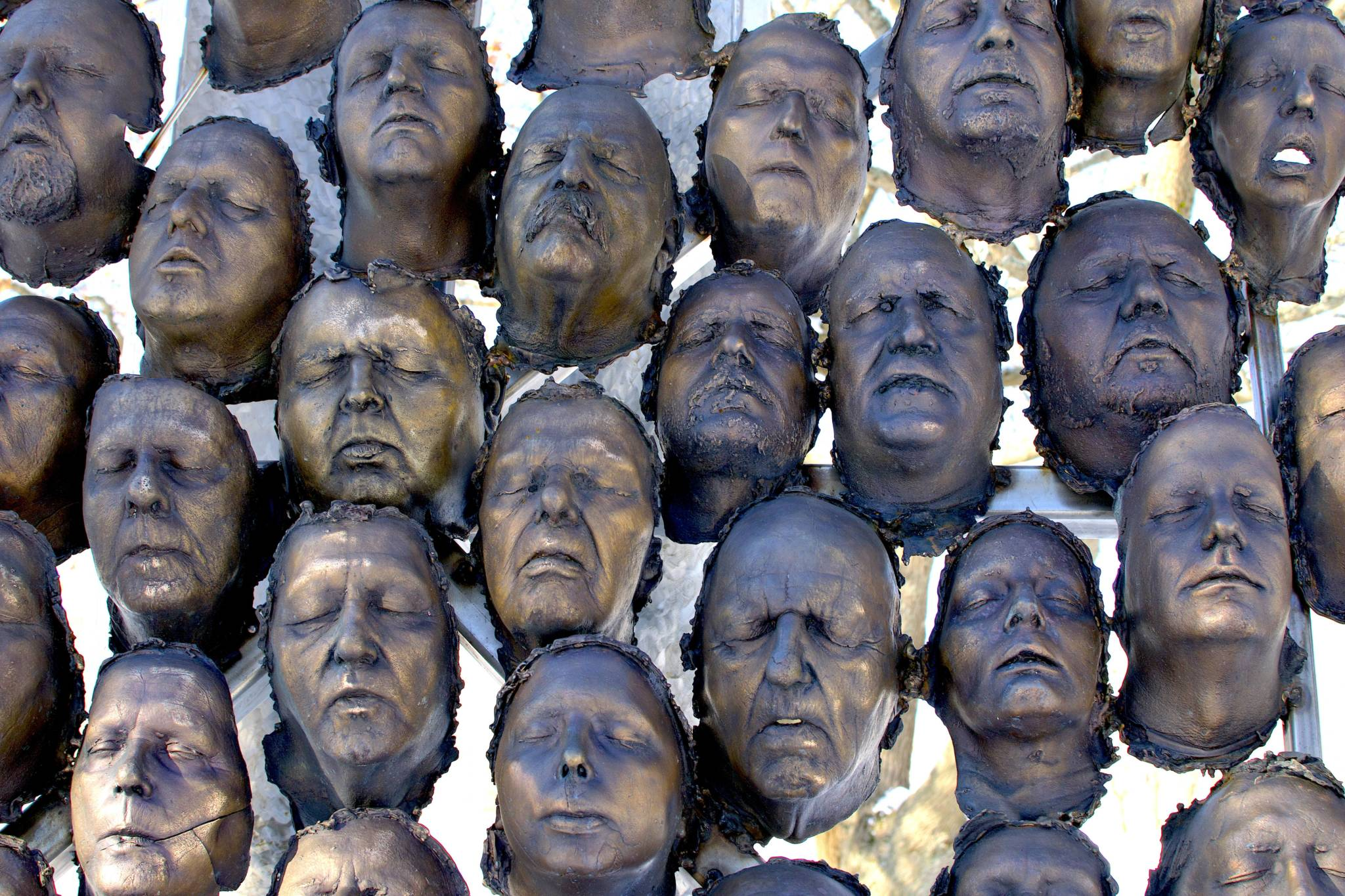 100 Bronze-cast Faces to Commemorate the Centenary of Armistice 1