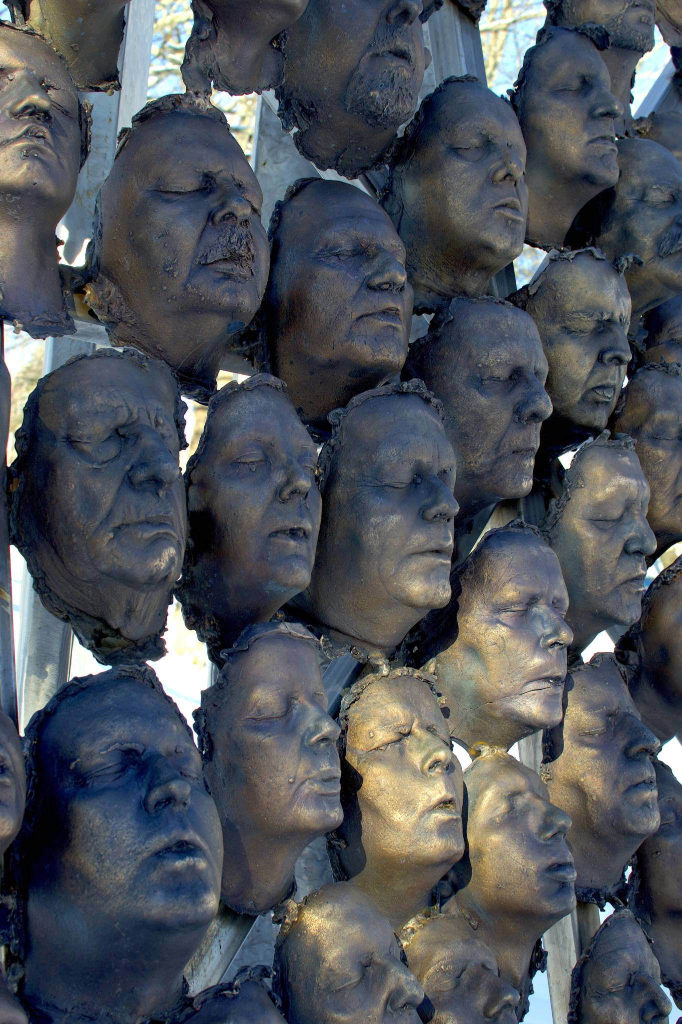 100 Bronze-cast Faces to Commemorate the Centenary of Armistice 3