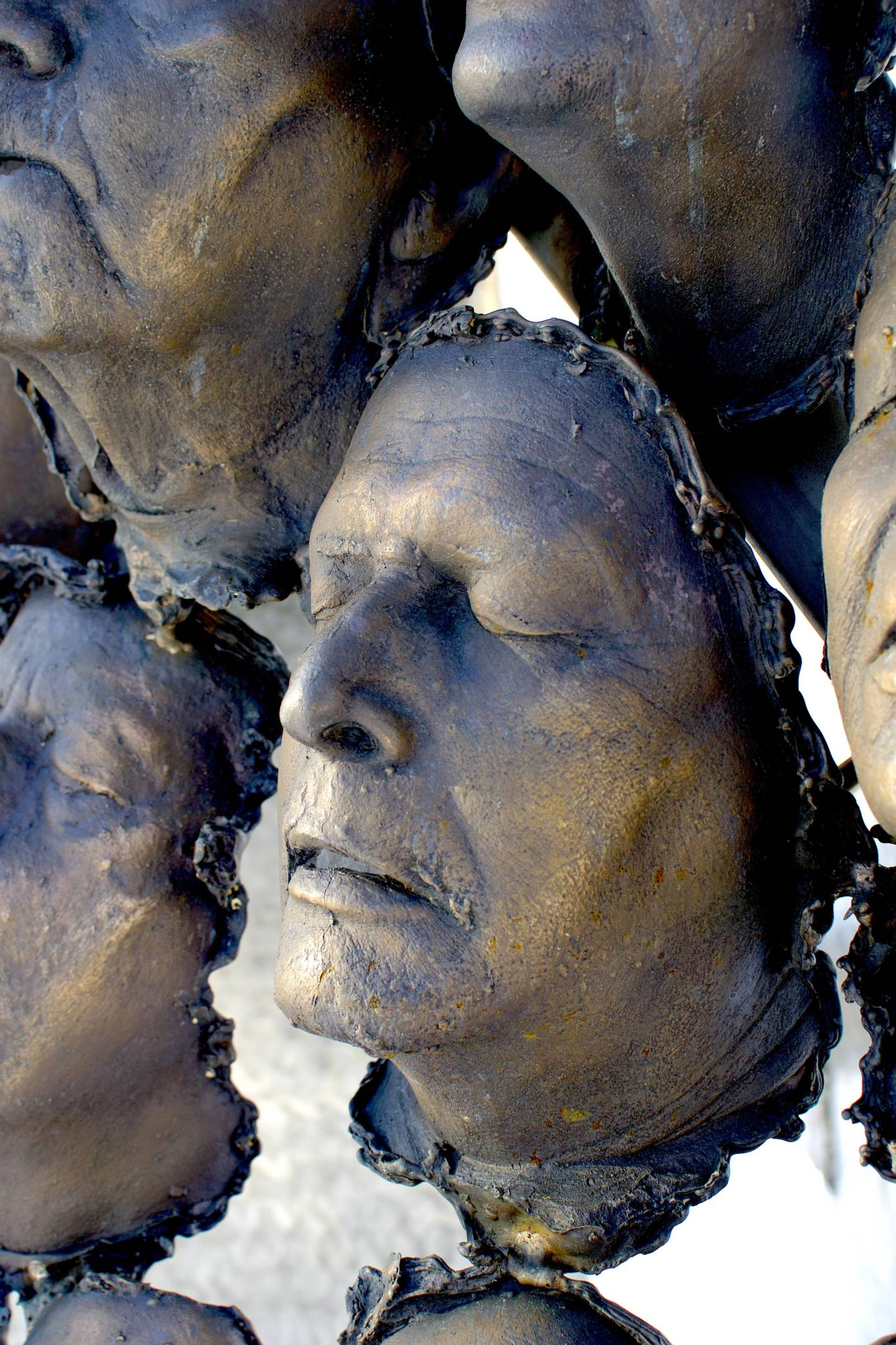 100 Bronze-cast Faces to Commemorate the Centenary of Armistice 4