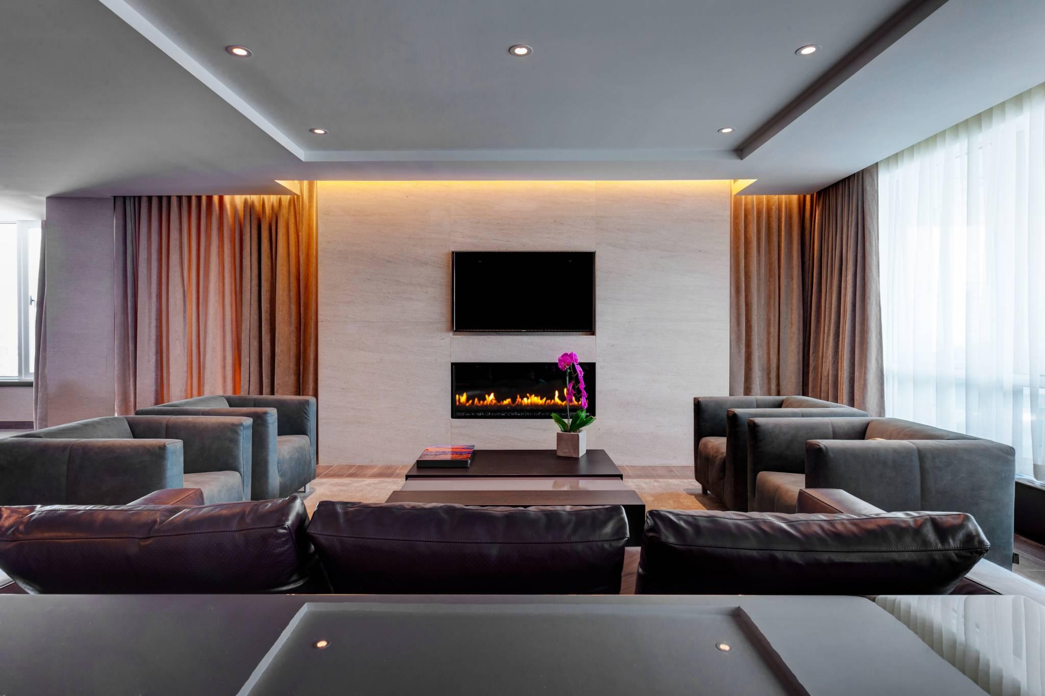 6000 a night toronto hotel x 7
