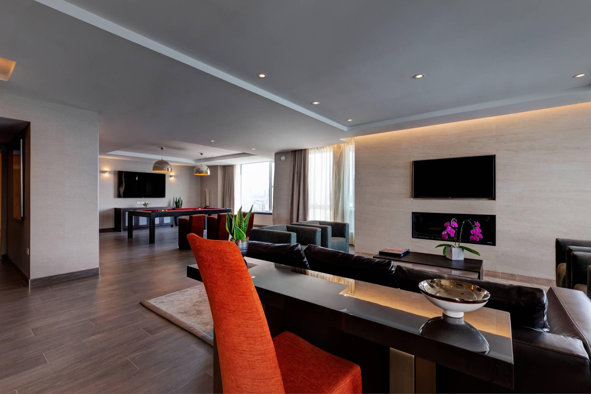 6000 a night toronto hotel x 8