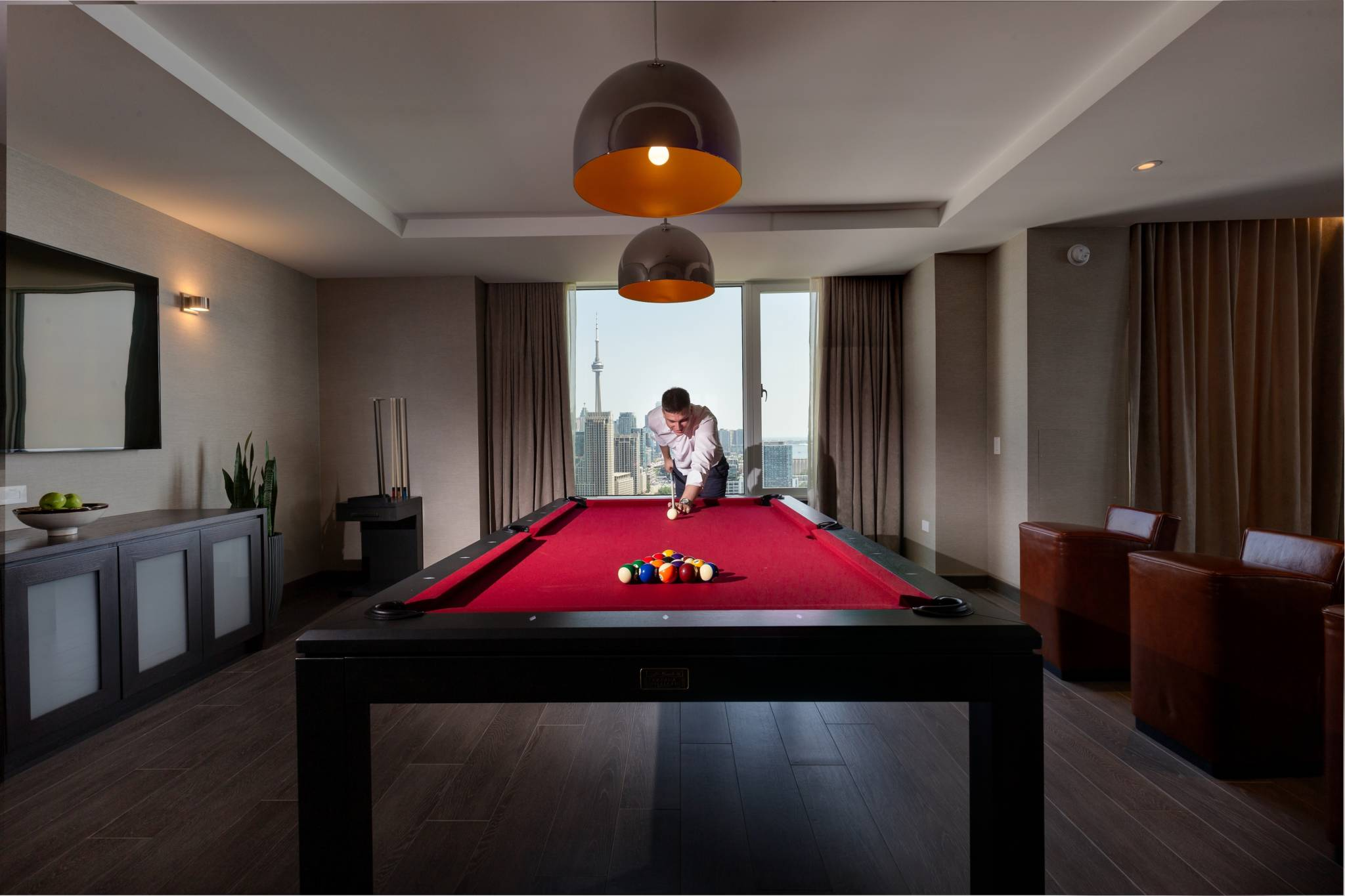 6000 a night toronto hotel x 9